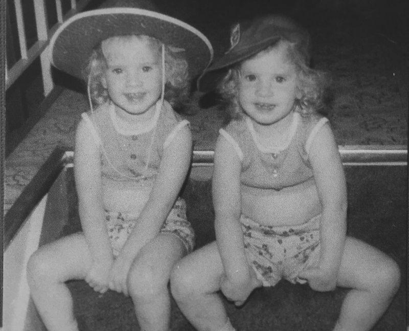 identical twins lisa leonard